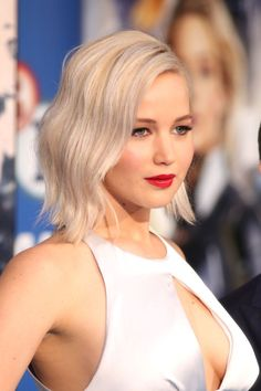 Jennifer Lawrence Steps Out for 'X-Men: Apocalypse' Fan Screening in London!: Photo Jennifer Lawrence shows off her gorgeous dress on the carpet at the X-Men: Apocalypse fan screening event at the BFI IMAX on Monday (May in London, England. Jennifer Lawrence X Men, Jenifer Lawrens, Jennefer Lawrence, Happiness Therapy, Brown Blonde Hair, Blonde Honey, Honey Hair, Celebs, Celebrities