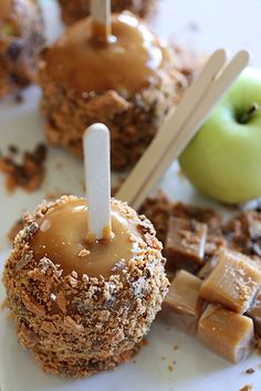 Butterfinger Caramel Apples!