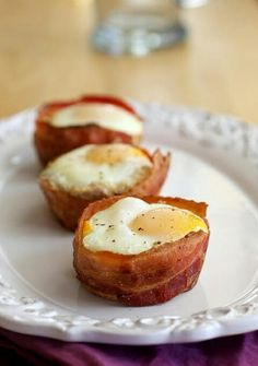 Bakes eggs raped in bacon easy and yummy