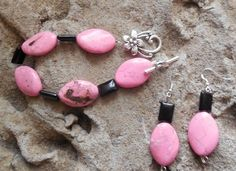 Stunning pink howlite and black agate bracelet with by KANDYLEES