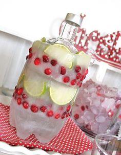 Cubitera o botellero refrigerante DIY hecho con agua, frutas y reciclaje