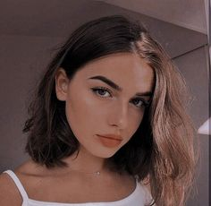 Theme girl discovered by aarmii'na on We Heart It Aesthetic People, Bad Girl Aesthetic, Girl Photo Poses, Girl Photography Poses, Beautiful Girl Makeup, Hot Haircuts, Trending Haircuts, Girls Makeup, Pretty Face
