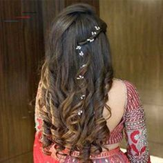 Headband Hairstyles Indian Bridal Hairstyles For Sangeet.Headband Hairstyles Indian Bridal Hairstyles For Sangeet Open Hairstyles, Indian Wedding Hairstyles, Elegant Hairstyles, Headband Hairstyles, Hairstyle Ideas, Trending Hairstyles, Indian Bride Hair, Hairstyle With Suit, Beautiful Hairstyles