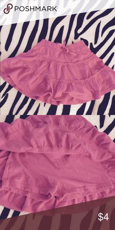 Girl's: Pink Skort Girl's: Pink Skort - worn a few times, but no fading/rips/stains/ect.   🚭 Smoke Free House 🐶 Pet Free House ✅ Bundle Discount 🚫 No Trades/Offline Transactions/Other Sites Bottoms Skorts