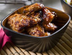 A spicy and sweet flavour takes these wings to the next level. Baking Tips, Sauce Recipes, Tandoori Chicken, Yummy Food, Delicious Recipes, Chicken Wings, Salsa, Spicy, Pork