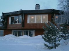 Davvi Arctic Lodge Hotel looking all cosy, warm and inviting