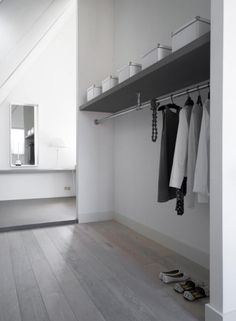 Master bedroom with dressing room and extra bathroom - by Dutch interior designer Natasja Molenaar ♥ - kapstok Walking Closet, Minimalist Closet, Minimalist Bedroom, Laundry Room Shelves, Interior And Exterior, Interior Design, House Entrance, Entrance Halls, Mudroom