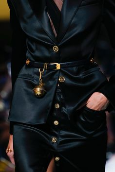 Versace Spring 2019 Ready-to-Wear Fashion Show Details: See detail photos for Versace Spring 2019 Ready-to-Wear collection. Look 120 Couture Fashion, Runway Fashion, High Fashion, Fashion Beauty, Luxury Fashion, Fashion Show, Fashion Outfits, Fashion Today, Fashion Fashion