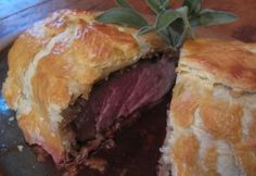 Christmas menu on a brandy theme: brandied chicken (or duck) liver paté, beef fillet in puff pastry Meat Recipes, Cooking Recipes, Beef Fillet, Spanakopita, Holiday Baking, Food Cravings, Dumplings, Cheesesteak, Main Dishes