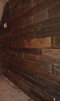 thought for the basement. Rustic Basement, Basement Ideas, Winter Project, Diy Pallet Furniture, Wall Hangings, Pallets, Hardwood Floors, Home Improvement, Living Room