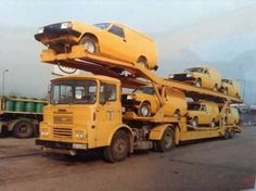 They had to ship these Morris Ital vans on a transporter. They would have broken down en route to the customer if they were driven there Vintage Trucks, Old Trucks, Car Movers, Old Lorries, Car Carrier, Transporter, Commercial Vehicle, Royal Mail, Old Cars