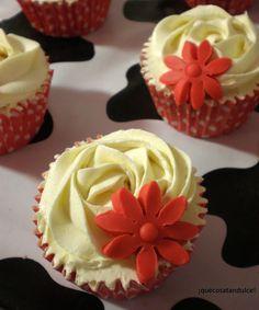 Cupcakes de fresa y buttercream de chocolate blanco