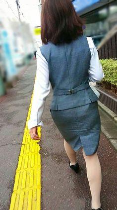 Dress Skirt, Peplum Dress, Ab Motivation, Short Heels, Office Attire, Japanese Girl, Hosiery, Fashion Backpack, Calves