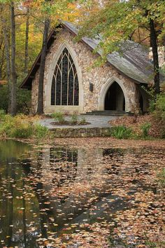This is a picture of the Callaway Chapel during the Fall. It is a very pretty Gothic style church located at Callaway Gardens, near Pine Mountian, Georgia. Abandoned Churches, Old Churches, Abandoned Mansions, Peaceful Places, Beautiful Places To Visit, Callaway Gardens, Church Pictures, Unusual Buildings, Church Building