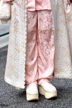 Harajuku girls wearing vintage fashion including a quilted robe, matching pajama top and pants, tabi shoes, and a handmade lace bag. Tokyo Fashion, Harajuku Fashion, Kawaii Fashion, Fashion Art, Girl Fashion, Vintage Fashion, Fashion Outfits, Harajuku Style, Lace Bag