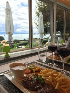 Nice place on the border of the Leman lake. Good meat sauce : Charlemagne (their speciality). Piano-bar in the evening Café Restaurant, Restaurants, Piano Bar, Best Meat, Meat Sauce, Nice Place, Switzerland, Alcoholic Drinks, Lunch