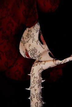 ~A thorny gal~ Sayoko Yamaguchi photographed by Serge Lutens for Shiseido, Yamaguchi, Creative Photography, Art Photography, Fashion Photography, Japan Fashion, Fashion Art, Artist Makeup, Photocollage, French Photographers