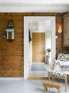 Yellow house on the beach: rustic Knotty Pine Decor, Knotty Pine Walls, Cedar Homes, Log Homes, Cabin Interiors, Rustic Interiors, Home Interior, Interior Design Living Room, Chalet Design