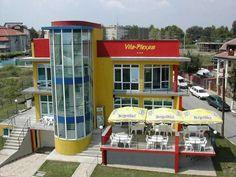 ***Vila Plexus Eforie Sud       Nur 100 m vom Strand entfernt begrüßt Sie die luxuriöse Vila-Plexus im Schwarzmeerbadeort Eforie-Sud. Hier erwarten Sie Annehmlichkeiten wie kostenfreies WLAN, eine Klimaanlage und eine große Terrasse. Der Bahnhof liegt nur 1 km entfernt, Constanţa befindet sich 20 km nördlich.  Jedes Zimmer der Vila-Plexus ist mit Fußbodenheizung ausgestattet und bietet Kabel-TV, einen Kühlschrank sowie ein eigenes Bad. Einige Zimmer verfügen zudem über einen eigenen…