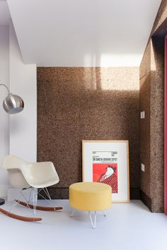 Cork walls and pink window frames characterise Nimtim Architects' London house extension London Townhouse, London House, Victorian Terrace House, Victorian Homes, Cork Panels, Eames Rocking Chair, Cork Wood, Architects London, Architecture