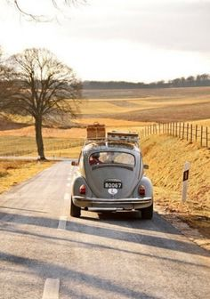 Traveling down the road - VW Beetle - Volkswagen Kdf Wagen, Vw Vintage, Vintage Luggage, Vintage Suitcases, Vintage Vibes, Jolie Photo, Vw Beetles, Adventure Is Out There, Adventure Car
