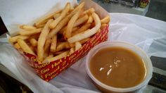our boss bought chips and gravy to share <3 #junkfood #chips #gravy #market #tradersmarket #food #fastfood #hotchips #chickengrill #warrnambool by biopsyboopsy