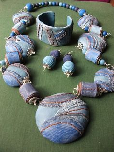 conjunto vaquero de ARTESANIAALMA en Etsy Shades Of Blue, Earrings, Silver, Crafts, Handmade, Etsy, Style, Polymer Clay, Ear Rings