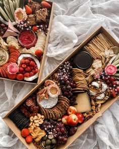 Charcuterie Gift Box, Food Business Ideas, Dessert Platter, Party Food Platters, Food Displays, Brunch Party, Cafe Food, How To Eat Paleo, Birthday Celebration