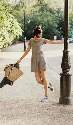 casual summer style - Casual Dresses - Ideas of Casual Dresses Converse Outfits, Dress With Converse, Dress With Sneakers, Black Converse, Converse Sneakers, Casual Sneakers, Casual Shoes, Ladies Sneakers, Summer Sneakers