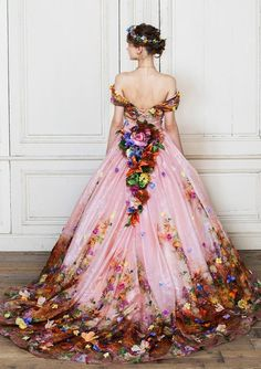 Fairytale Gown, Fairytale Fashion, Beautiful Gowns, Beautiful Outfits, Floral Fashion, Fashion Dresses, Pretty Outfits, Pretty Dresses, Mode Rose