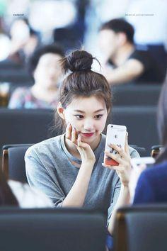 Kpop Girl Groups, Kpop Girls, Kim Chungha, Choi Yoojung, Pop Photos, Female Character Inspiration, Unique Faces, Seolhyun, Airport Style