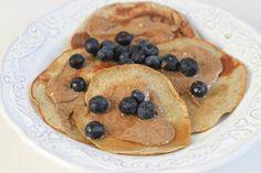 Blender banana-oat pancakes