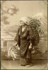 File:Woman with a basket on her back, selling flowers, Japan. Old Pictures, Old Photos, Vintage Photos, Japanese Farmer, Costumes Japan, Japan Landscape, Princess Movies, Japanese History, Japanese Outfits
