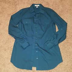 EUC Coldwater Creek Teal Button Down Blouse XS This is a lovely button down close in a great teal color. This is a 4/6 or XS. There are two functional pockets on the front. The sleeves can be rolled.   No trades.  No trades.  No trades. Coldwater Creek Tops Button Down Shirts