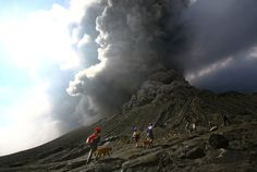 Indonesian worshipers descend from the crater of Mount Bromo in East Java province on January 28, 2011.