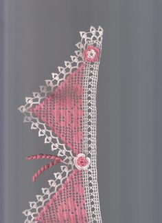 This Pin was discovered by HUZ Filet Crochet Charts, Crochet Borders, Crochet Stitches Patterns, Crochet Designs, Stitch Patterns, Crochet Doilies, Crochet Lace, Knitting Projects, Needlework