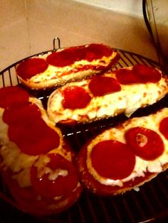 sent us a picture of these delicious mini pizzas baked in her NuWave Oven. To make them, she halved hoagie rolls, then topped them w/pizza sauce, mozzarella cheese & pepperoni. Turbo Broiler Recipes, Nuwave Oven Recipes, Convection Oven Recipes, Air Fryer Oven Recipes, Convection Cooking, Oven Cooking, Slow Cooker Recipes, Cooking Recipes, Nu Wave Oven