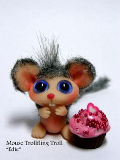 "Mouse Trollfling ""Edie"" with Valentine cupcake"