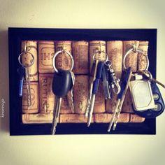 Paixão por vinhos até no porta-chave! Boa ideia! #wine #vinho #decor