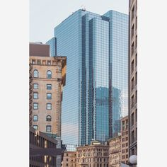 One of the most eye-catching skyscrapers in Boston's #financialdistrict rises out of the previous home of the #Boston Stock Exchange. The 40-story modern high-rise is a perfect blend of classic and modern #exchangeplace #cre #architecture by cresa_boston