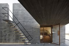 Located on the Bohai Sea coast in China, Vector Architects created the 'Seashore Library', a concrete building facing the ocean. The structure of the building. In China, Concrete Architecture, Interior Architecture, Library Architecture, Architecture Magazines, Interior Design, High By The Beach, Library Pictures, Stairs