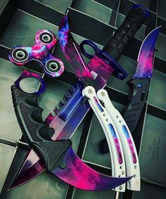 Galaxy Blades~~ take out the fidget spinner tho Ninja Weapons, Anime Weapons, Weapons Guns, Fantasy Weapons, Pretty Knives, Cool Knives, Swords And Daggers, Knives And Swords, Armas Ninja