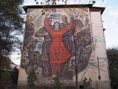 Dushanbe, Tajikistan. Huge soviet mosaic on a residental building. 1970s. #dushanbe #tajikistan #architecture #socialisticmodernism #soviet #sovmod #postsoviet #mosaic #monumental #ussr #душанбе #таджикистан #совмод #архитектура #мозаика #монументально #постсоветскоепространство #ссср