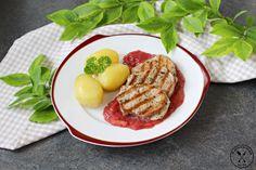 Polędwiczki wieprzowe z sosem rabarbarowym – Wędrówki po kuchni