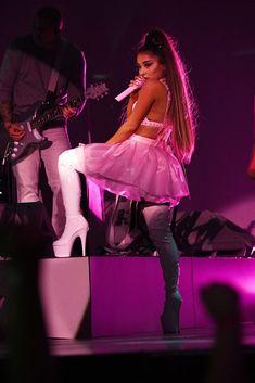 Ariana Grande performs onstage during the Sweetener World Tour -. - Ariana Grande performs onstage during the Sweetener World Tour -… ALBANY, NEW YORK – MARCH 18 - Ariana Grande Outfits, Ariana Grande Fotos, Ariana Tour, Ariana Grande Pictures, Ariana Grande Concert, Billie Eilish, Celebrity Babies, Celebrity Gossip, Celebrity Crush