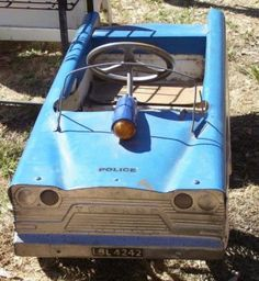 Blue police pedal car triang.