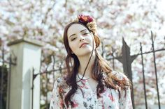 "Couronne de fleurs ""Solenne""  fleurs beige, violette et rose  tresse en cuir beige.http://naminoe.fr/fr/couronnes-/174-couronne-de-fleurs-solenne.html Photo Solenne Jacovsky #mariage #wedding #flowers"