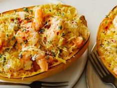 Get Spaghetti Squash Scampi Boats Recipe from Food Network Butter, lemon, garlic and shrimp -- this can't-go-wrong combo even works on roasted spaghetti squash. Tossed together in a large bowl, the Best Spaghetti Squash Recipes, Spaghetti Squash Boat, Stuffed Spaghetti Squash, Spaghetti Squash Shrimp Scampi, Lemon Spaghetti, Food Network Recipes, Cooking Recipes, Recipe Network, Diabetic Recipes
