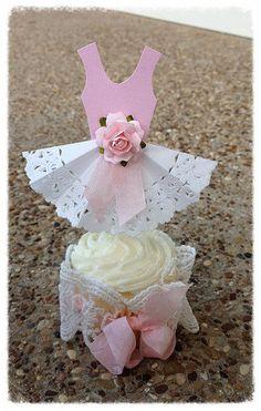 Papel de encaje vestido de fiesta Cupcake Toppers para por JeanKnee