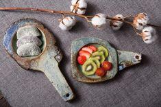 반짝반짝빛나는 핸드메이드 도자기에 연말 송년회 상차림하기! : 네이버 블로그 Tea Snacks, Music Decor, Slab Pottery, Ceramic Studio, Clay Projects, Tableware, Soap Dishes, Food, Teapot
